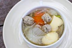Duidelijke soep met tahoe en fijngehakt varkensvlees Royalty-vrije Stock Afbeeldingen