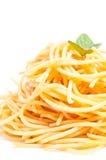 Duidelijke spaghetti die in olijfolie geworpen Stock Afbeelding