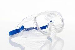 Duidelijke veiligheidsbril tegen op wit Stock Fotografie