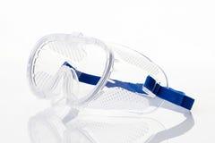 Duidelijke veiligheidsbril tegen op wit Stock Foto