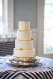 Duidelijke vier tiered huwelijkscake, royalty-vrije stock afbeeldingen