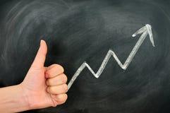 Duim omhoog met een positieve de groeipijl Stock Foto