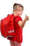 Duim op meisje met rode schooltas dat op wit wordt geïsoleerdr Royalty-vrije Stock Afbeeldingen