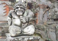 Duim-op Standbeeld dichtbij Tempel Royalty-vrije Stock Foto