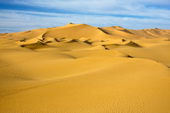 duin in blauwe hemelwoestijn, Libië Royalty-vrije Stock Afbeelding