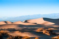 Duinen van het Mesquite de Vlakke Zand in het Nationale Park van de Doodsvallei, CA, de V.S. Stock Afbeeldingen