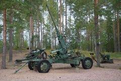 Duits luchtafweerkanon tijdens de Tweede wereldoorlog in close-up Een fragment van een Finse verdedigingslijn ` Suomen Salpa ` Royalty-vrije Stock Foto's