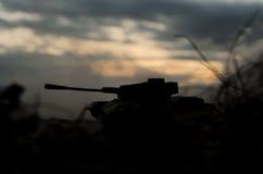 Duits tanksilhouet bij zonsondergang Stock Foto