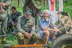 Duitse ambtenaar en een verpleegster Stock Foto