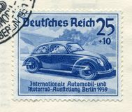 Duitse historische zegel: conceptenauto Volkswagen 'Internationale auto en motorshow in Berlijn IAA 1939 'met speciale cancellati stock fotografie