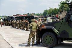 Duitse militairentribunes op legerkonvooi Stock Afbeeldingen