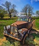 Duitse oude auto een vooraanzicht in een bos Stock Afbeelding