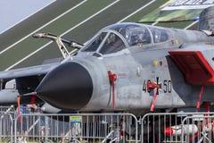 Duitse Panavia-Tornadotribunes op luchthaven Stock Afbeeldingen