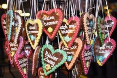 Duitse peperkoek op een Kerstmismarkt stock afbeeldingen