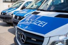Duitse politiewagenstribunes op luchthaven Royalty-vrije Stock Foto