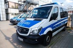 Duitse politiewagenstribunes op luchthaven Royalty-vrije Stock Fotografie
