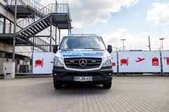 Duitse politiewagentribunes op luchthaven Royalty-vrije Stock Foto's