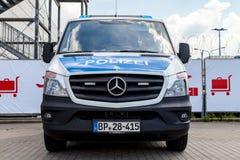 Duitse politiewagentribunes op luchthaven Royalty-vrije Stock Afbeeldingen