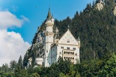 Duitsland, München - September 06, 2013 Het huis van het Neuschwansteinkasteel van Koning Ludwig anders als genomen die het Kaste stock fotografie