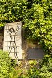 DUITSLAND - 30 mei, 2012: herdenkingsplaat aan de slachtoffers van Nazisme in Metzinger, Duitsland royalty-vrije stock foto