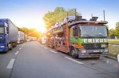 DUITSLAND - 29 mei, 2012: Ladingsvrachtwagens op de weg Royalty-vrije Stock Afbeelding