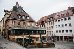 Duitsland, Nuremberg, 27 December, 2016: De mening van het populaire restaurant genoemd Kuchlbauers bepaalde van dichtbij Nurembe Stock Afbeeldingen
