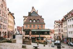 Duitsland, Nuremberg, 27 December, 2016: De mening van het populaire restaurant genoemd Kuchlbauers bepaalde van dichtbij Nurembe Royalty-vrije Stock Afbeeldingen