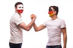 Duitsland versus de vriendschappelijke handdruk van Polen vóór spel op witte achtergrond Royalty-vrije Stock Afbeeldingen
