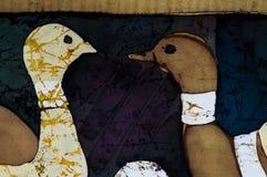 Duiven, fragment, hete batik, achtergrondtextuur stock fotografie