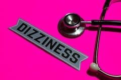 Duizeligheid op het document met gezondheidszorg voor bejaarden-Concept royalty-vrije stock afbeelding