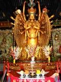 Duizend Handen Guanyin en Boeddhisme, goud en bloemen, kunst en godsdienst in China royalty-vrije stock afbeelding