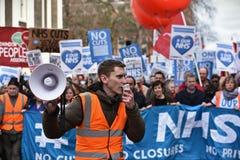 Duizenden Maart tot steun van NHS royalty-vrije stock foto