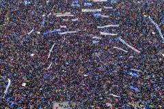 Duizenden van mensenprotest tegen om het even welk Grieks compromis op stock foto's