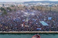 Duizenden van mensenprotest tegen om het even welk Grieks compromis op stock foto