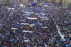Duizenden van mensenprotest tegen om het even welk Grieks compromis op royalty-vrije stock foto