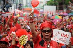 Duizenden van Rood Overhemdenprotest in Bangkok Stock Foto