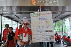 Duizenden van Rood Overhemdenprotest in Bangkok Stock Afbeelding