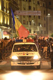 Duizendenprotesteerders in Boekarest Stock Afbeeldingen