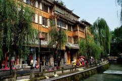 Dujiangyan, Κίνα: Όμορφα ξύλινα σπίτια Στοκ Φωτογραφίες