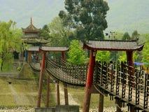 Dujiangyan, China: Eine lan-Seilzug-Brücke Stockbilder