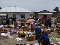 DUKA BOVA, TANZANIA, AFRIKA, 18 NOVEMBER: Klanten Royalty-vrije Stock Foto