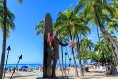 Duke Kahanamoku ikonowa statua przy Waikiki plażą, Honolulu, Hawaje obrazy royalty free