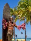 Duke Kahanamoku Statue sulla spiaggia di Waikiki Fotografia Stock Libera da Diritti
