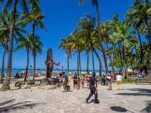 Duke Kahanamoku Statue sulla spiaggia di Waikiki Fotografia Stock