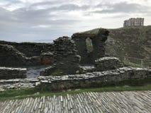 Duke Robert de las ruinas del castillo del ` s 1260 de Devon en los peñascos de Tintagel, Cornualles fotos de archivo