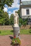 Dukla, Polonia - 20 luglio 2016: Figura che invita Maria a pregare Fotografia Stock