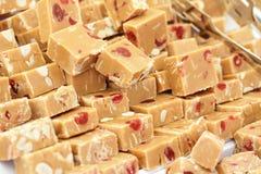 Dulce de azúcar fresco del caramelo con las frutas Imagen de archivo