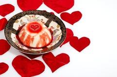 Dulce del amor con los corazones rojos Imagen de archivo libre de regalías