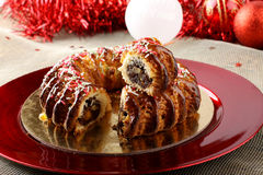 Dulce siciliano con los higos y los pasteles secados en la tabla de la Navidad Fotografía de archivo