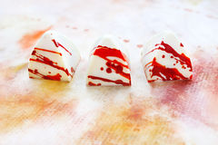 Dulces blancos hechos a mano únicos del chokolate Fotografía de archivo